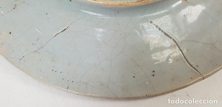 Antigüedades: PLATO DE CERÁMICA ESMALTADA. GOLONDRINAS. TALAVERA. SIGLO XX. - Foto 6 - 141896826