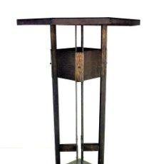 Antigüedades: MESITA ALTA. HIERRO FORJADO Y CHAPA DE HIERRO. CÍRCULO DE F. LLOYD WRIGHT. U.S.A.CIRCA 1920. Lote 141898866
