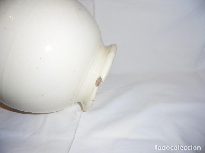 Antigüedades: BOTIJO PORCELANA BLANCA MARCADO SAN CLAUDIO TIENE UN AHUJERO DEBAJO DEL PITORRO VER FOTOS - Foto 10 - 141930326