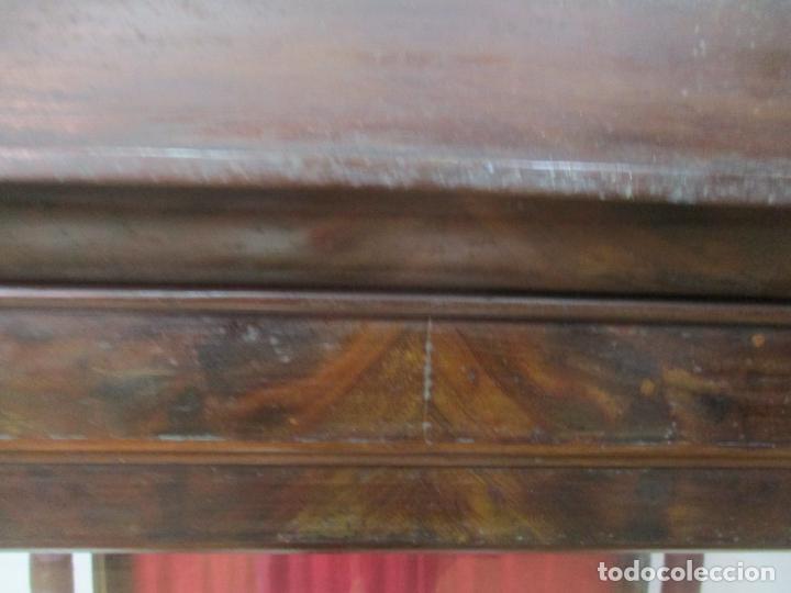 Antigüedades: Bonita Capilla, Vitrina Isabelina - para Virgen, Santo - Madera de Caoba - S. XIX - Foto 8 - 150332054