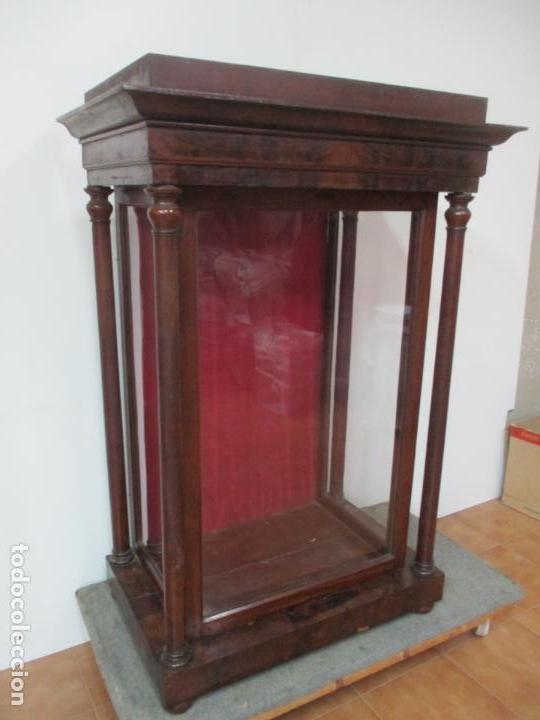 BONITA CAPILLA, VITRINA ISABELINA - PARA VIRGEN, SANTO - MADERA DE CAOBA - S. XIX (Antigüedades - Muebles Antiguos - Vitrinas Antiguos)