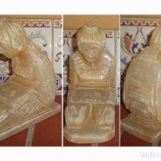 Antigüedades: FIGURA EN ALABASTRO ORANTE MIDE 17/14/7 CM. . Lote 141962606