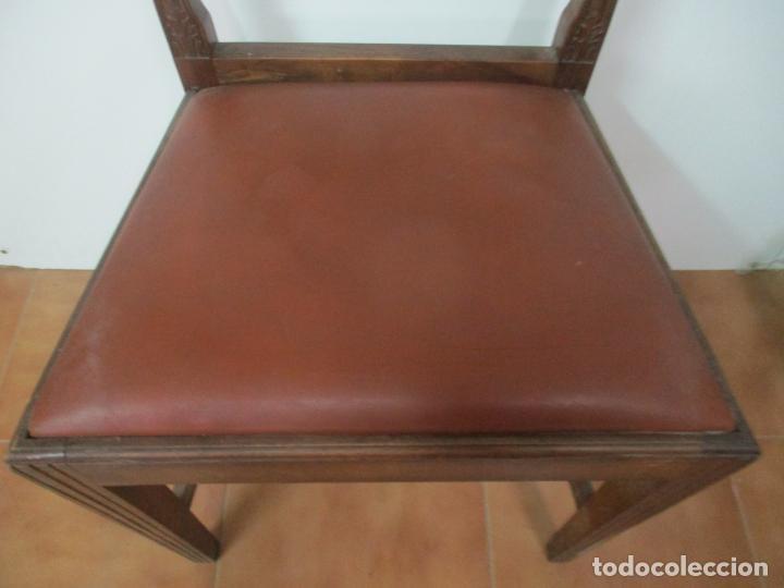 Antigüedades: 8 Sillas de Comedor - Silla Madera Sapeli - Fina Talla de madera - Tapicería en Piel - Años 40 - Foto 9 - 157318212