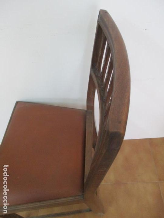Antigüedades: 8 Sillas de Comedor - Silla Madera Sapeli - Fina Talla de madera - Tapicería en Piel - Años 40 - Foto 18 - 157318212