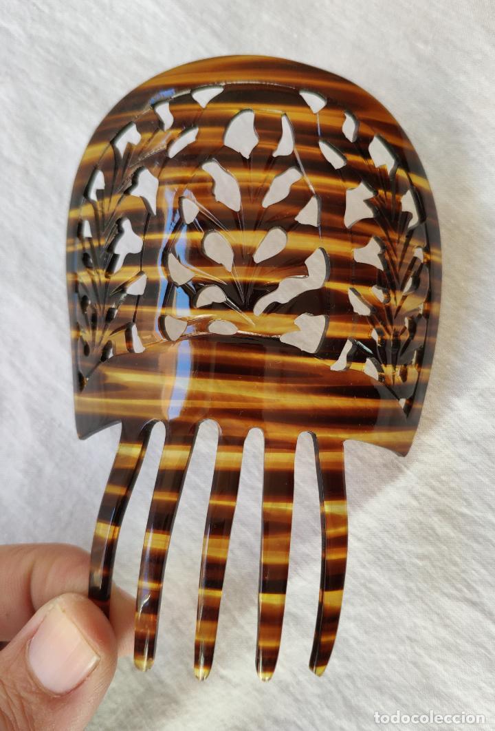 ANTIGUA PEINETA EN CELULOIDE SIMIL CAREY - 11,5 X 12 CM - SIN USO (Antigüedades - Moda - Peinetas Antiguas)