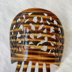 Antigüedades: ANTIGUA PEINETA EN CELULOIDE SIMIL CAREY - 11,5 X 12 CM - SIN USO. Lote 142024382