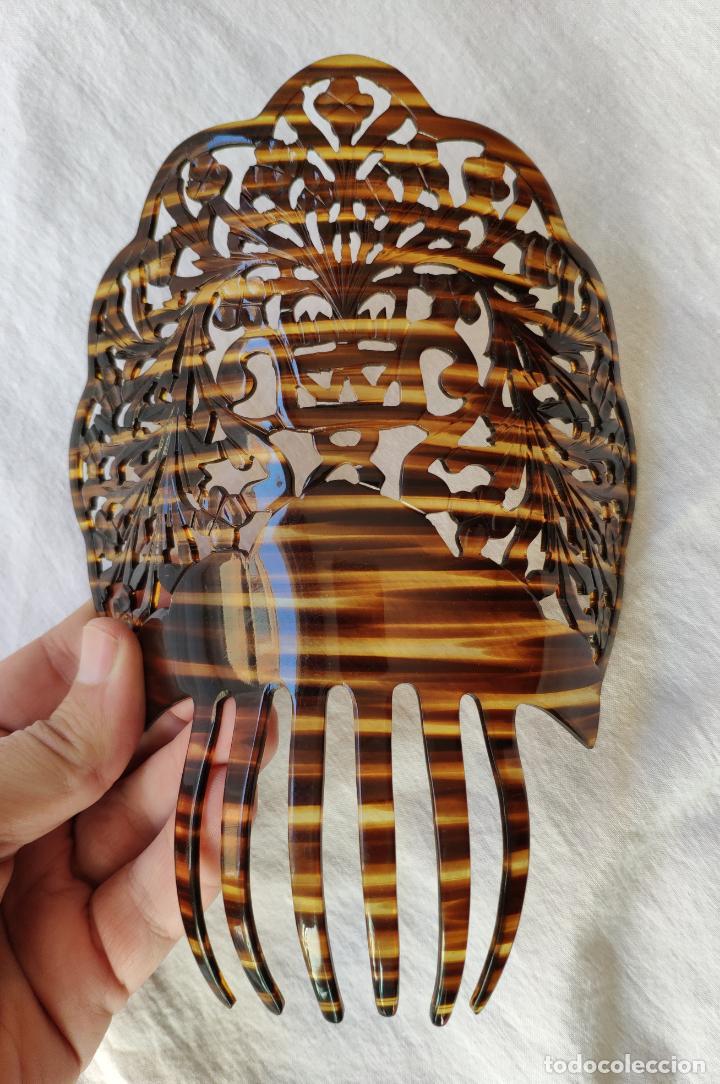 GRAN Y ANTIGUA PEINETA EN CELULOIDE SIMIL CAREY - 20 X 20 CM - SIN USO (Antigüedades - Moda - Peinetas Antiguas)