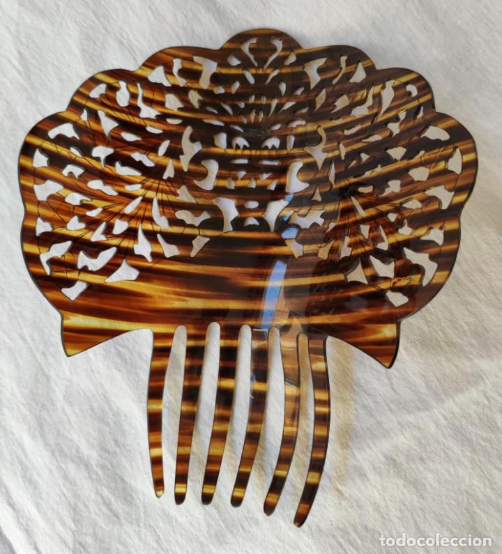 Antigüedades: GRAN Y ANTIGUA PEINETA EN CELULOIDE SIMIL CAREY - 20 x 20 cm - SIN USO - Foto 2 - 142026342