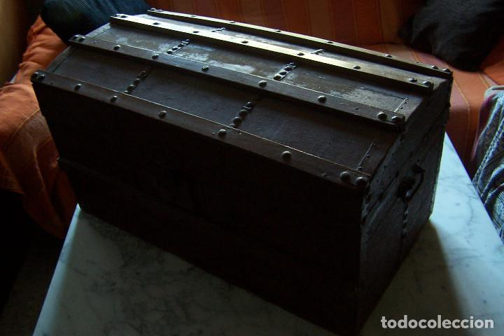 Antigüedades: BAÚL DE MADERA CANTOS CON METAL Y TACHUELAS. 64 X 33 X 32 CM - Foto 5 - 142028442