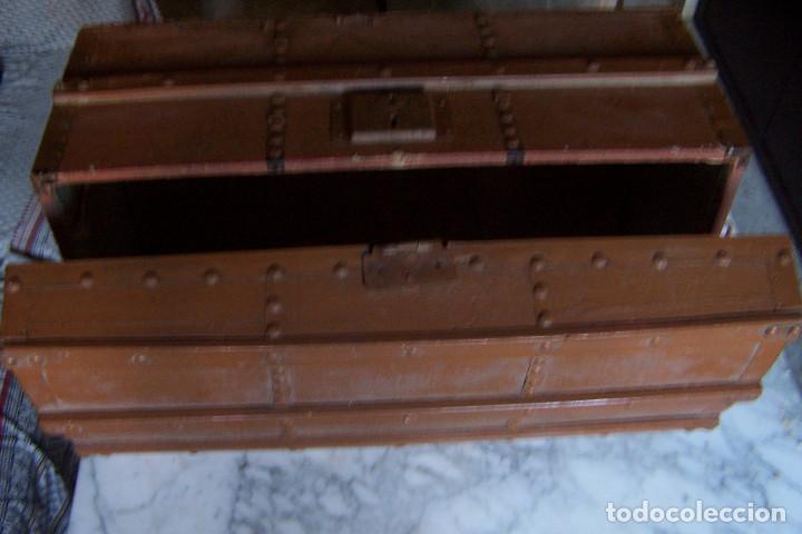 Antigüedades: BAÚL DE MADERA CANTOS CON METAL Y TACHUELAS. 64 X 33 X 32 CM - Foto 7 - 142028442
