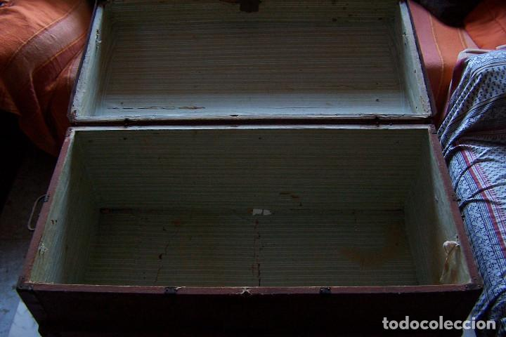 Antigüedades: BAÚL DE MADERA CANTOS CON METAL Y TACHUELAS. 64 X 33 X 32 CM - Foto 8 - 142028442
