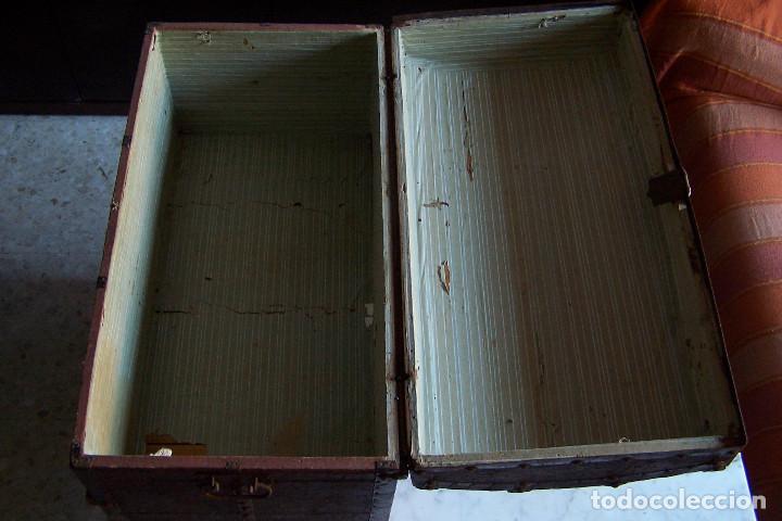 Antigüedades: BAÚL DE MADERA CANTOS CON METAL Y TACHUELAS. 64 X 33 X 32 CM - Foto 9 - 142028442