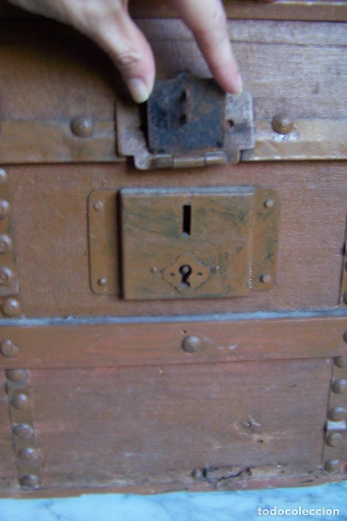 Antigüedades: BAÚL DE MADERA CANTOS CON METAL Y TACHUELAS. 64 X 33 X 32 CM - Foto 17 - 142028442
