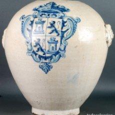 Antigüedades: CANTARO EN CERAMICA TALAVERA ESMALTADA BLANCA Y AZUL COBALTO ESCUDO CASTILLA LEON SIGLO XVII. Lote 142068774