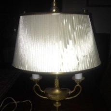 Antigüedades: LAMPARA DE MESA ANTIGUA BRONCE. Lote 142071722