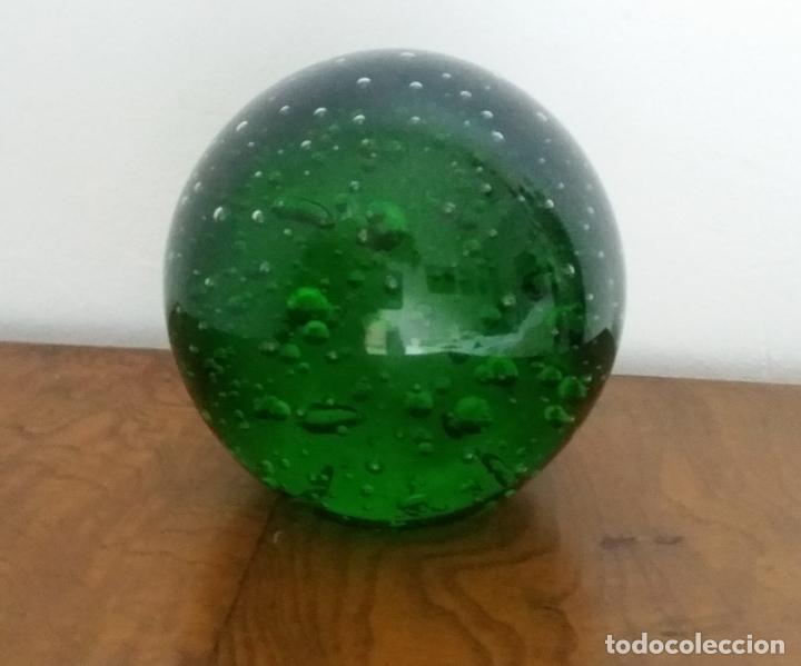 Antigüedades: Figura decorativa- bola pisapapeles en cristal de Murano - Foto 2 - 142075966