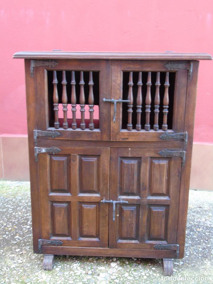 PEQUEÑO APARADOR CASTELLANO, DE NOGAL MACIZO, PARTE SUPERIOR ABATIBLE. (Antigüedades - Muebles Antiguos - Aparadores Antiguos)