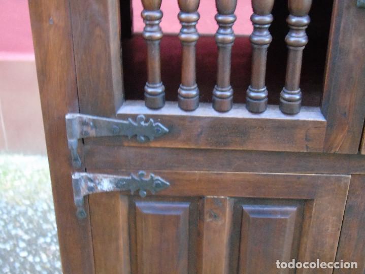 Antigüedades: PEQUEÑO APARADOR CASTELLANO, DE NOGAL MACIZO, PARTE SUPERIOR ABATIBLE. - Foto 13 - 142083686