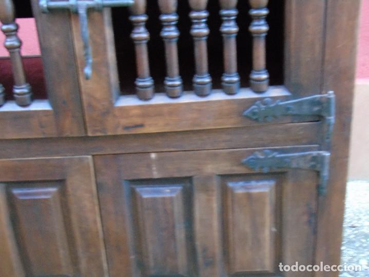 Antigüedades: PEQUEÑO APARADOR CASTELLANO, DE NOGAL MACIZO, PARTE SUPERIOR ABATIBLE. - Foto 14 - 142083686