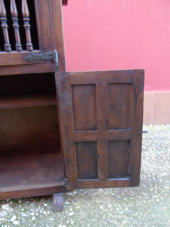 Antigüedades: PEQUEÑO APARADOR CASTELLANO, DE NOGAL MACIZO, PARTE SUPERIOR ABATIBLE. - Foto 22 - 142083686