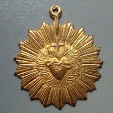 Antigüedades: MEDALLA RELIGIOSA ANTIGUA CORAZON ADVENIAT REGNUUN TUUM. Lote 142093576