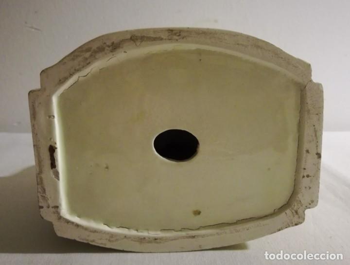 Antigüedades: PAREJA ROMÁNTICA SENTADA EN EL BANCO - LOZA ESMALTADA A MANO - PRINCIPIOS DEL SIGLO XX - Foto 8 - 142096602