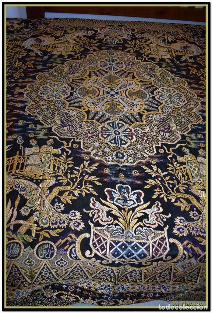 MARAVILLOSA COLCHA MANTÓN ADAMASCADO ART DECÓ. IMPRESIONANTE DIBUJO CHINESCO-ORIENTAL. REVERSIBLE (Antigüedades - Hogar y Decoración - Colchas Antiguas)