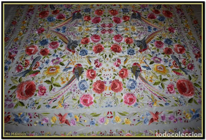 Antigüedades: Bello manton blanco marfil con bonitos bordados de mariposas y pájaros. Gran colorido y muy bordado - Foto 7 - 142105482