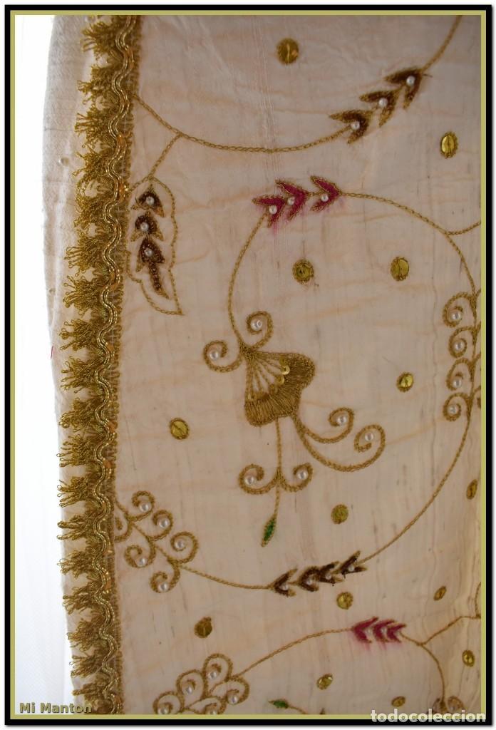 Antigüedades: Vestido seda salvaje bordado en oro perlas y pedrería ideal imagen virgen o recreación - Foto 4 - 142109766