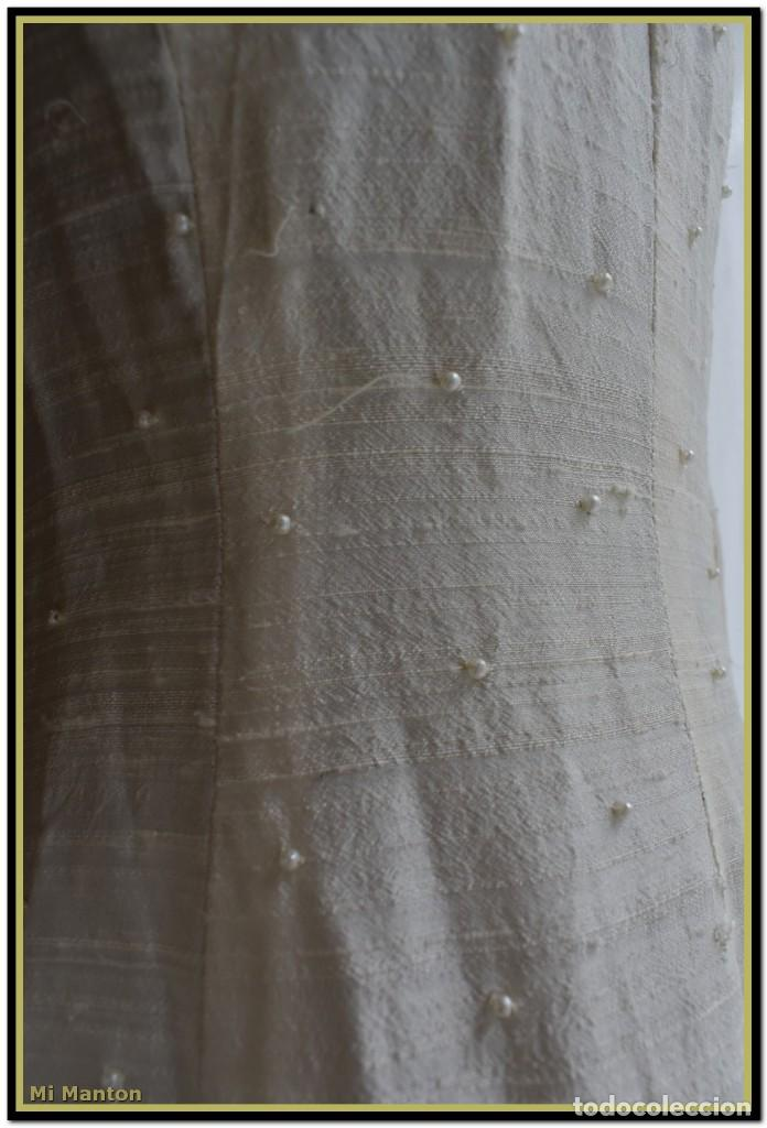 Antigüedades: Vestido seda salvaje bordado en oro perlas y pedrería ideal imagen virgen o recreación - Foto 12 - 142109766