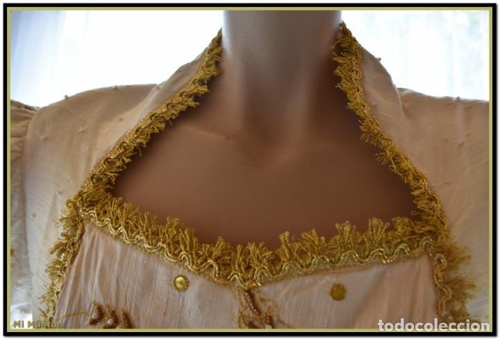 Antigüedades: Vestido seda salvaje bordado en oro perlas y pedrería ideal imagen virgen o recreación - Foto 14 - 142109766