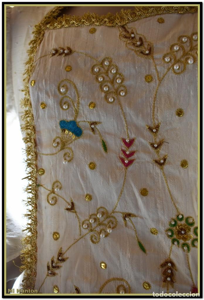 Antigüedades: Vestido seda salvaje bordado en oro perlas y pedrería ideal imagen virgen o recreación - Foto 15 - 142109766