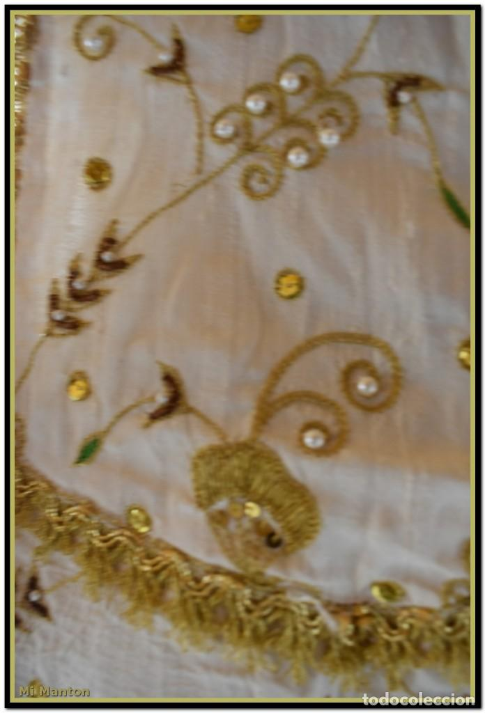 Antigüedades: Vestido seda salvaje bordado en oro perlas y pedrería ideal imagen virgen o recreación - Foto 16 - 142109766
