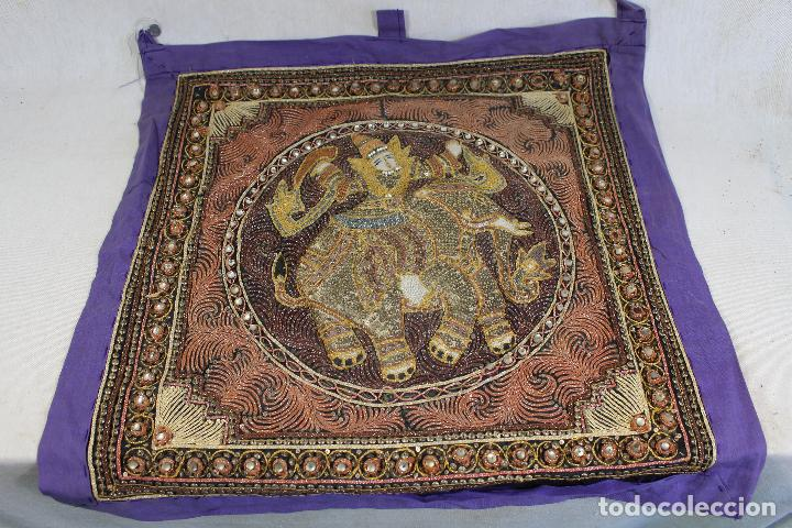 Antigüedades: tapiz repujado de elefante india hecho artesanalmente repujado con relieve con piedras y lentejuelas - Foto 4 - 142129346