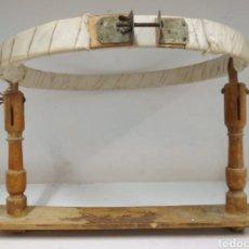 Antigüedades: BASTIDOR DE COSTURA AÑOS 40. Lote 142146360