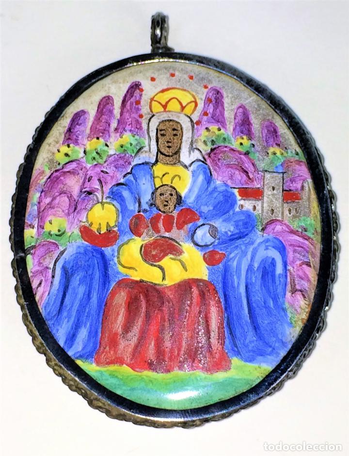RELICARIO-MEDALLÓN. VIRGEN DE MONTSERRAT. PLATA. COBRE ESMALTADO. ESPAÑA. XVIII-XIX (Antigüedades - Religiosas - Orfebrería Antigua)