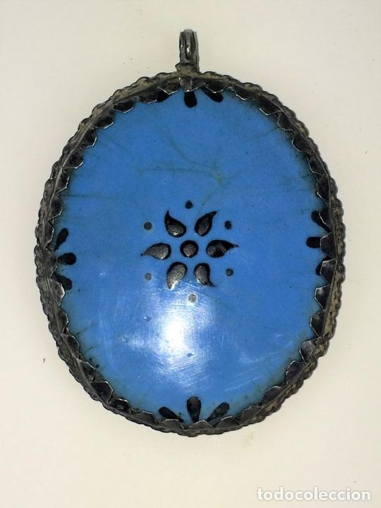 Antigüedades: RELICARIO-MEDALLÓN. VIRGEN DE MONTSERRAT. PLATA. COBRE ESMALTADO. ESPAÑA. XVIII-XIX - Foto 4 - 142170426
