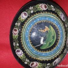 Antigüedades: CUENCO DE MADERA ARTE PASTORIL PINTADO A MANO. Lote 142174926