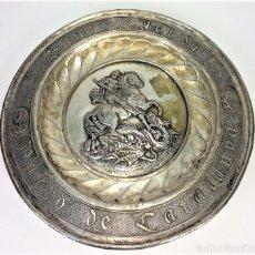 Antigüedades: GRAN PLATO. EFIGIE DE SAN JORGE. COBRE CHAPADO EN PLATA. ESPAÑA. SIGLOS XIX-XX. Lote 142177458