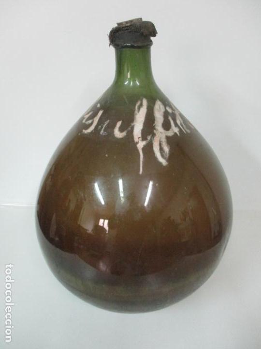 GRAN DAMAJUANA - CRISTAL SOPLADO - VIDRIO VERDE - LETRAS PINTADAS DE ÉPOCA - 70 CM ALTURA S. XIX (Antigüedades - Cristal y Vidrio - Otros)