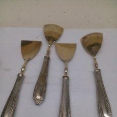 Antigüedades: 4 CUCHARAS DE ALPACA CHAPADAS PLATA Y ORO ANTIGUAS. Lote 142231421