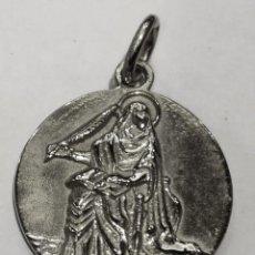 Oggetti Antichi: MEDALLA SANTA LEONOR EN PLATA DE LEY MACIZA - 18MM. Lote 226621947