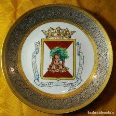 Antigüedades: PLATO - ESCUDO CIUDAD DE VIGO - HUTSCHEREUTHER, ALEMANIA. DIÁMETRO 24,5 CM. FIRMADO. Lote 142241778