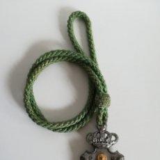 Antigüedades: MEDALLA Y CORDÓN VERDE DE LA REAL HERMANDAD DE NUESTRA SEÑORA DEL ROCÍO - HUELVA. Lote 142264509