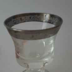 Antigüedades: COPA TALLADA CON BORDE Y FILO EN BASE EN PLATA. ORIGINAL Y BONITA.. Lote 142275002