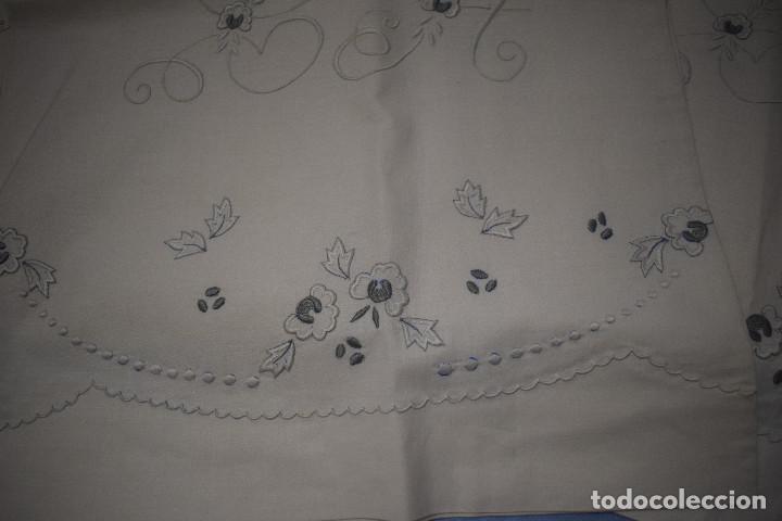 Antigüedades: bella sabana y almohada con bordados en realce - Foto 2 - 142284870