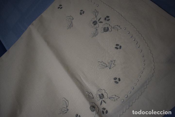 Antigüedades: bella sabana y almohada con bordados en realce - Foto 5 - 142284870