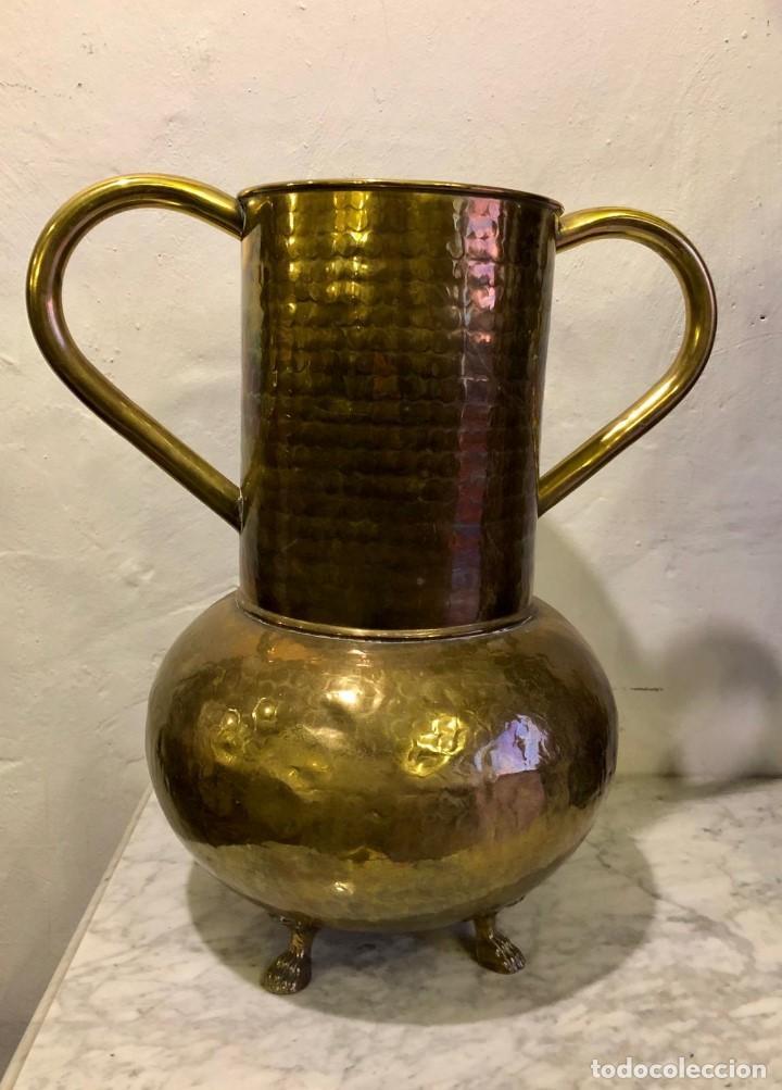 Antigüedades: JARRON DE LATON REPUJADO - Foto 4 - 142290358