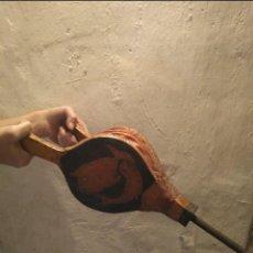 Antigüedades: FUELLE DE MADERA Y CUERO. Lote 142317570