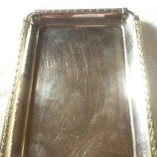 Antigüedades: BONITA BANDEJA EN METAL PLATEADO DE MENESES. Lote 142337101